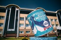 Rahachow, Λευκορωσία Το γλυπτό με μορφή μπορεί συμπυκνωμένος να αρμέξει Ι στοκ φωτογραφία