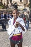 Rahma Tusa après être venu dans le premier endroit au marathon 2016 de Rome Image stock