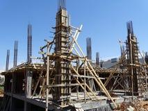 Rahmen für auslaufenden Beton auf einer Säule stockbild