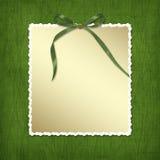 Rahmen für Einladungen. Ein grüner Bogen. Lizenzfreie Stockbilder