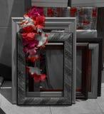 Rahmen mit dekorativen Blumenverzierungen lizenzfreie stockbilder