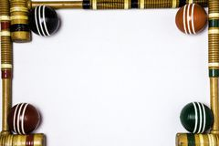 Rahmen von Krocketschlägern und Bällen Stockbild