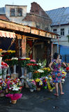 Rahova花市场,布加勒斯特,罗马尼亚,在晚上阳光下 库存照片