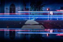 Raias da luz de uma sobre-exposição da noite Foto de Stock Royalty Free