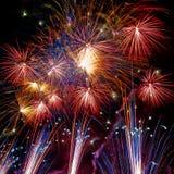 Raias do fogo-de-artifício na noite Fotografia de Stock