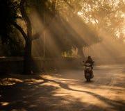Raies et personnes de Sun dans l'udaipur Images stock