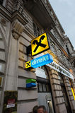 Raiffeisen银行分行在维也纳,奥地利的心脏 库存照片