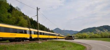 Rail den fastställda bäraren RegioJet som heading till Ä-½ubochňaen fotografering för bildbyråer