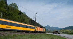 Rail den fastställda bäraren RegioJet som heading till Ä-½ubochňaen arkivfoto
