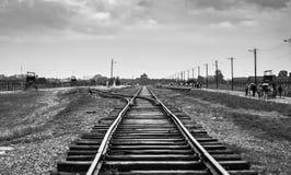 Rail ingången till koncentrationsläger på Auschwitz Birkenau KZ Pol Royaltyfria Foton