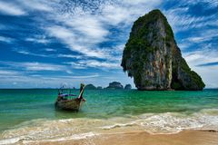 Railay, Krabi, Tailândia; 6 de julho de 2018: Praia de Phra Nang imagens de stock