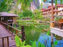 Railay Krabi, Thailand - Februari 02, 2010: Den Railay bysemesterorten på den tropiska Thailand ön Arkivbilder