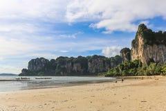 Railay strand i Krabi Thailand askfat royaltyfri fotografi