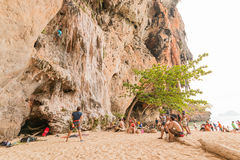 RAILAY, THAILAND - May 4, 2016: Rock climbers climbing the wall Royalty Free Stock Images