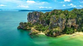 Railaystrand in Thailand, Krabi-provincie, satellietbeeld van de tropische stranden van Railay en Pranang-en kustlijn van Andaman stock afbeelding