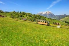 Railcar del ferrocarril funicular de Stanserhornbahn Imagen de archivo