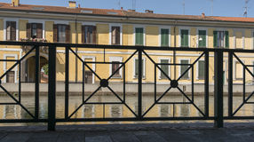 Railing and old houses on embankment, Boffalora sopra Ticino Royalty Free Stock Photos