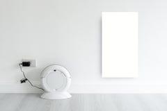 Raillez vers le haut de l'écart blanc avec le remplissage de robot de nettoyage Photo libre de droits
