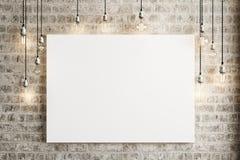 Raillez vers le haut de l'affiche avec des lampes de plafond et un fond rustique de brique Photos stock
