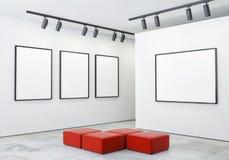 Raillez vers le haut des cadres et de la toile d'affiches à l'arrière-plan intérieur de galerie, Photographie stock libre de droits