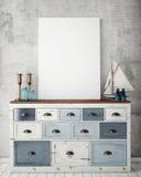 Raillez vers le haut du cadre d'affiche avec sur le coffre de vintage des tiroirs, fond d'intérieur de hippie Photographie stock libre de droits