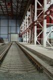 Railroad entrar na distância no hangar Fotos de Stock Royalty Free