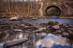 Railroad il tressel sopra il fiume di Lehigh in autunno tardo Fotografia Stock