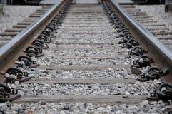 Railroad la prospettiva di modo ed il ciottolo, viaggio concettuale Immagini Stock