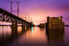 Railroad le pont au-dessus de la rivière Susquehanna la nuit, à Le Havre De photos libres de droits