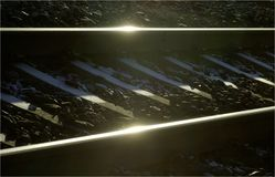 Railrroad tropi w ciekawej perspektywie z słońce odruchem, stosownym dla frontpages, okładkowe strony obrazy stock