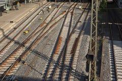 Railtracks i bussgarage Arkivfoto