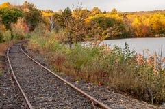 Railtracks in mot nedgångfärg Arkivfoton