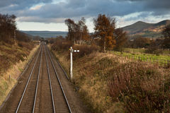 Railway lines from Booth to Edale with Mam Tor in Peak District Stock Image
