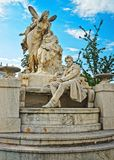 Raimund Ferdinand Sculpture en Weghuberpark en Viena imagen de archivo