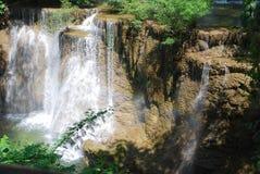 Rainbon na cachoeira de Huaymaekamin Imagem de Stock Royalty Free