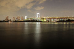 Rainbow bridge at night in Tokyo Stock Photos