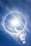 Rainbow circolare intorno al sole Immagine Stock