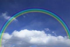 Rainbow contro cielo blu Fotografie Stock Libere da Diritti