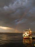 Rainbow dopo la tempesta, barca fotografia stock libera da diritti