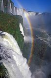 Rainbow durante le cadute di Iguacu immagine stock