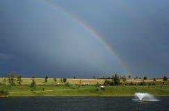 Rainbow e fontana Immagini Stock Libere da Diritti