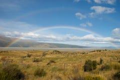 Rainbow nel campo Fotografia Stock Libera da Diritti