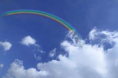 Rainbow nel cielo blu Fotografie Stock