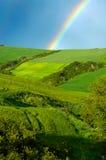 Rainbow sopra i campi fotografia stock libera da diritti