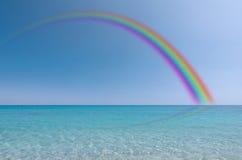 Rainbow sopra il mare Immagini Stock Libere da Diritti