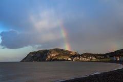 Rainbow sopra il piccolo Orme Immagine Stock Libera da Diritti