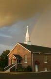 Rainbow sopra la chiesa Immagine Stock Libera da Diritti