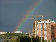 Rainbow sopra la città Immagine Stock