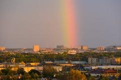 Rainbow sopra la città Fotografia Stock Libera da Diritti
