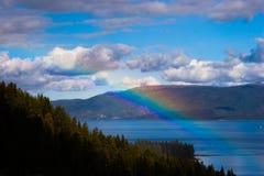 Rainbow sopra Lake Tahoe fotografia stock libera da diritti